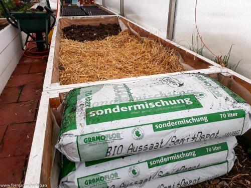 Pregătire răsadniță în pat cald cu materie organică
